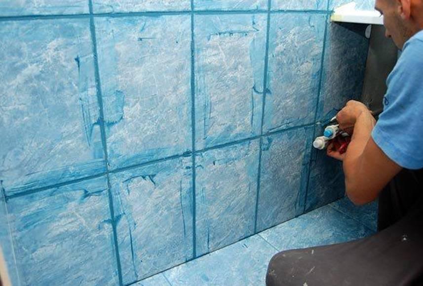 Укладка плитки в туалете: обзор набора инструментов, подготовка и процесс монтажа
