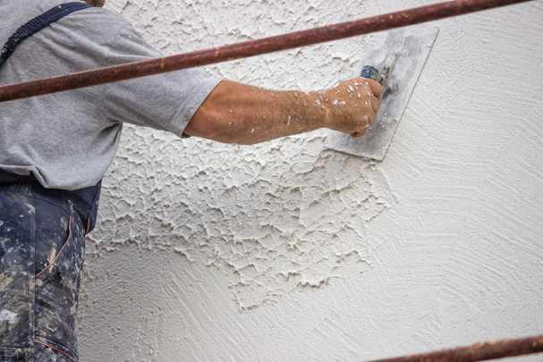 Особенности штукатурки стен цементным раствором