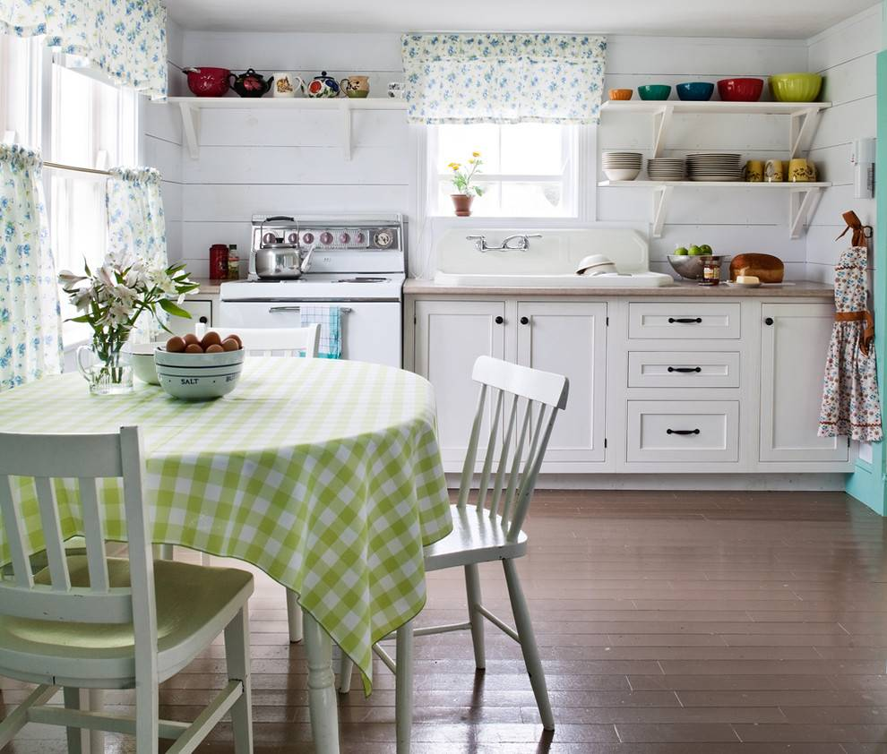 Кухни в стиле кантри: сочетание цветов, отделка и декор, фото в интерьере