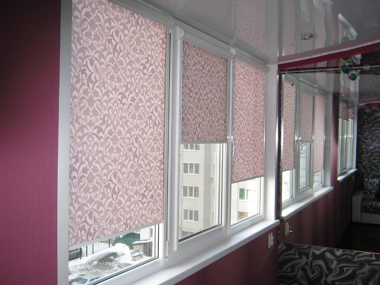 Что лучше жалюзи или рулонные шторы на балкон: как подобрать, разновидности