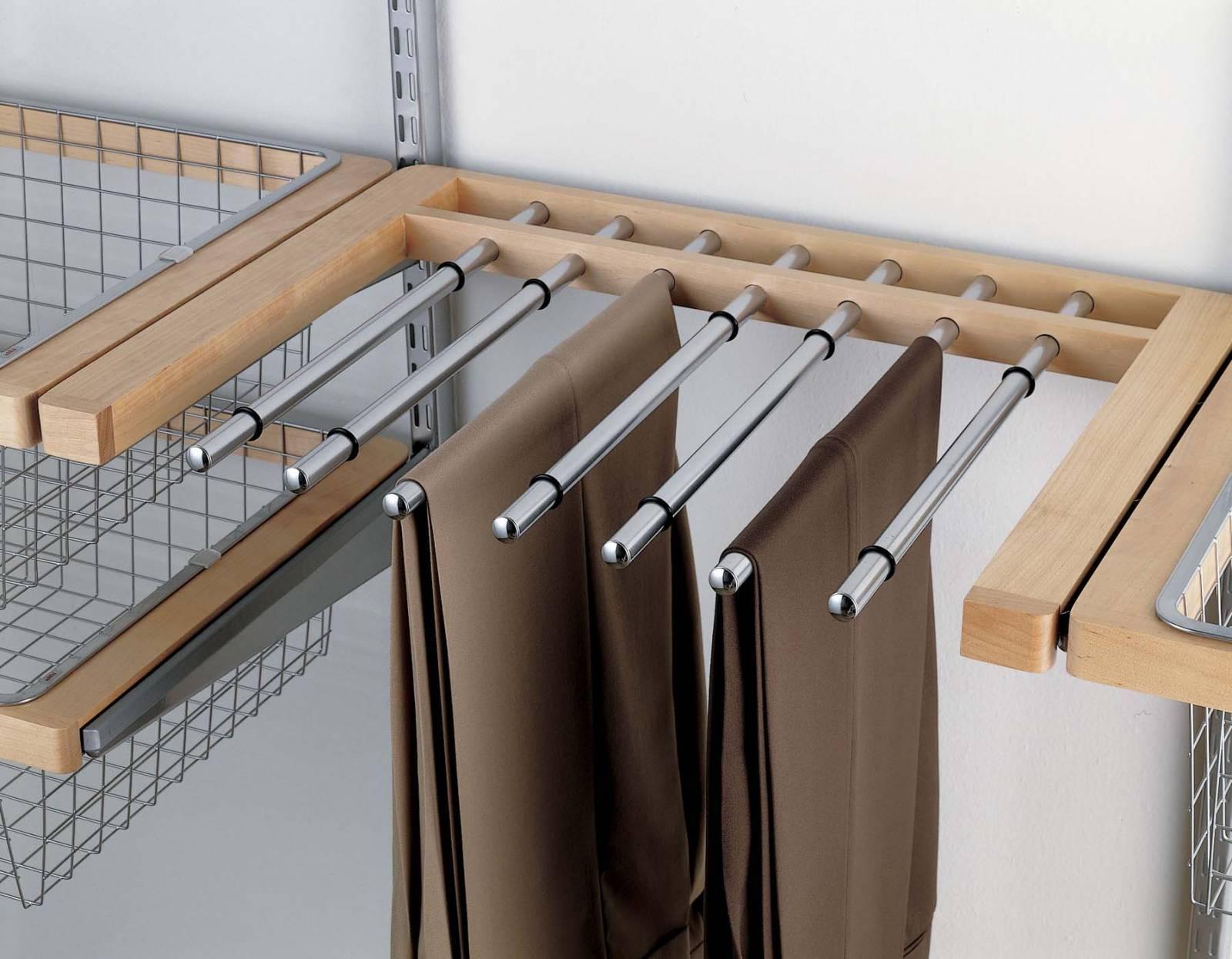 Шкафы распашные для одежды, плюсы и минусы, как вписать в интерьер