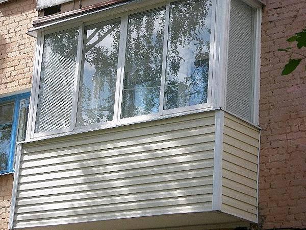 Внешняя отделка балкона: выбор материала и этапы наружной обшивки