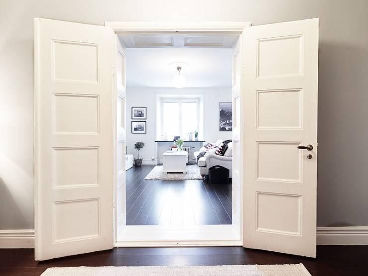 Как перекрасить межкомнатные двери из массива или мдф в другой или тот же цвет: можно ли это делать, как правильно и профессионально провести процедуру своими руками?
