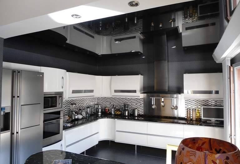 Глянцевые натяжные потолки – преимущества глянца на потолке и лучшие цветовые решения (120 фото)
