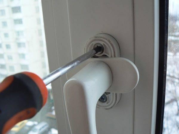 Виды защиты на пластиковые окна для безопасности ребенка: замки, защелки, ручки с крючком и блокиратор
