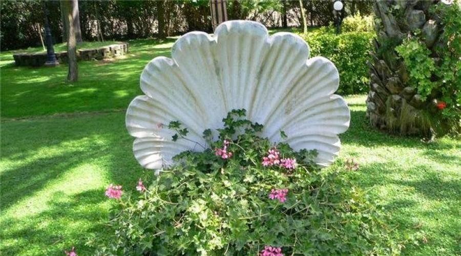 Палисадники около дома: как правильно оформить и какие растения посадить