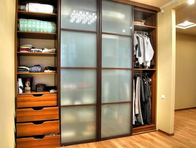 Гардеробная встроенные шкафы, материалы изготовления и наполнение