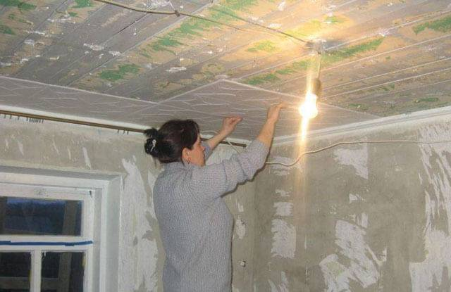 Пенопластовые плитки для потолка - современная отделка