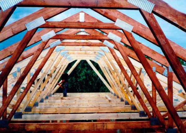 Монтаж стропильной системы двухскатной крыши: схема конструкции, установка своими руками, простая сборка, устройство висячих стропил