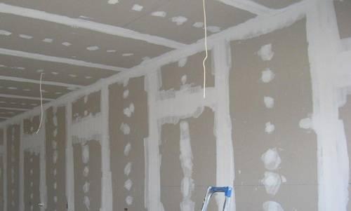 Как правильно прикрутить гипсокартон к деревянным стенам без профиля
