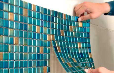 Плитка мозайка для ванной комнаты и кабинки, чем клеить и её виды клеточной мозаичной плитки - Обзор