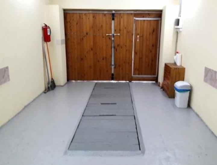 Чем покрыть бетонный пол, чтобы не пылил? Советы