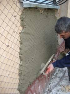 Особенности штукатурки деревянного дома: подготовка основания, внутренняя и наружная отделка, необходимый инструментарий