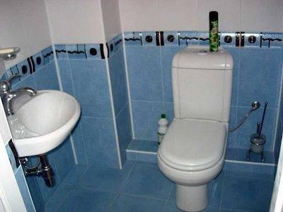 Как в туалете закрыть трубы