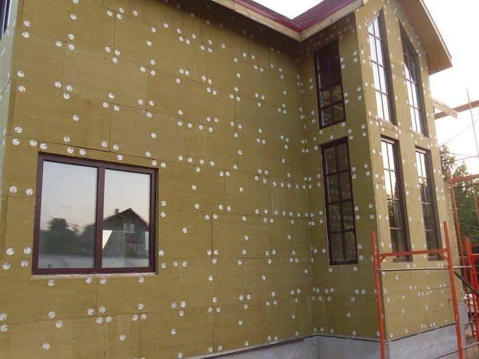 Как выбрать утеплитель для теплоизоляции наружных стен дома