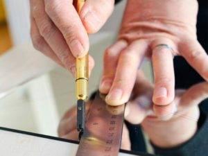 Резка стекла — виды стеклорезов и особенности их применения