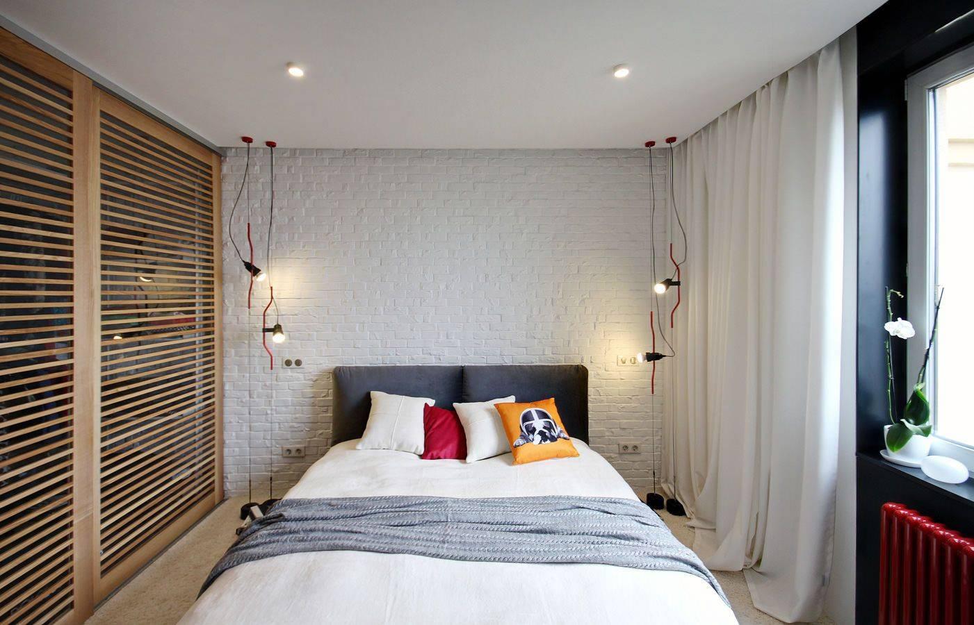Натяжные потолки  для спальни (70 фото): дизайн двухуровневых матовых потолков с рисунком, глянцевые потолки с фотопечатью и другие виды