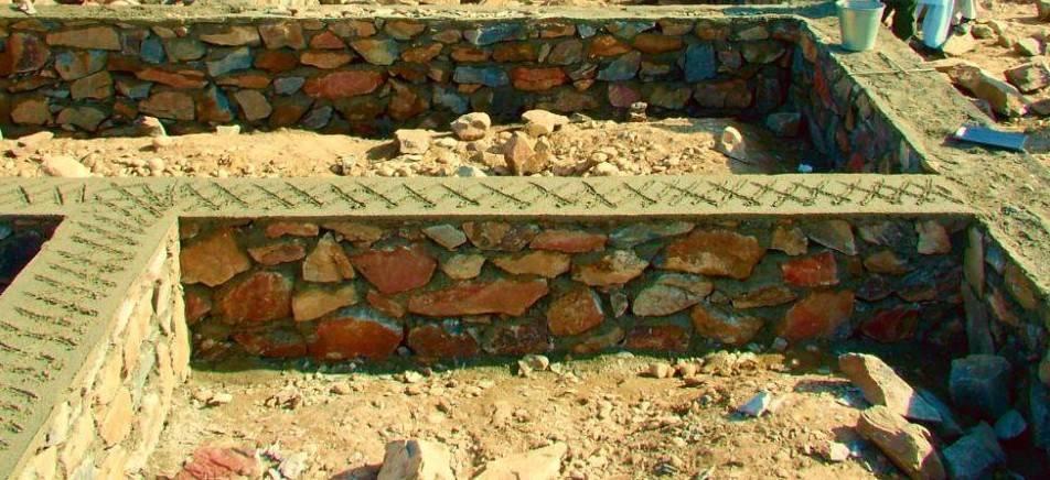Каменный фундамент: плюсы и минусы, технология, методы кладки