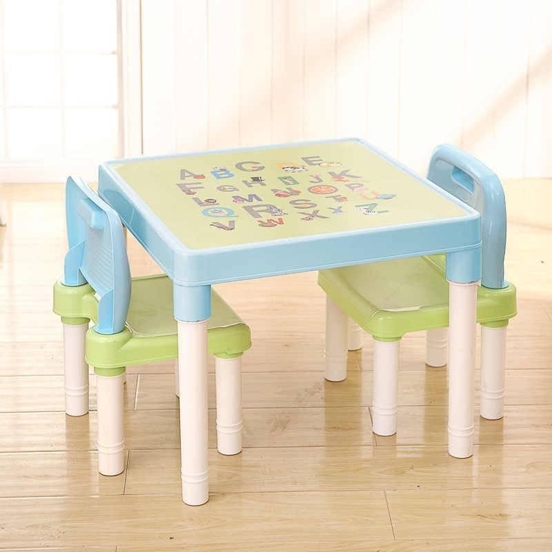Пластиковые столы (46 фото): квадратный и прямоугольный, со стульями в комплекте, столик с пластиковым покрытием и накладка на столешницу, разборные модели на металлическом каркасе
