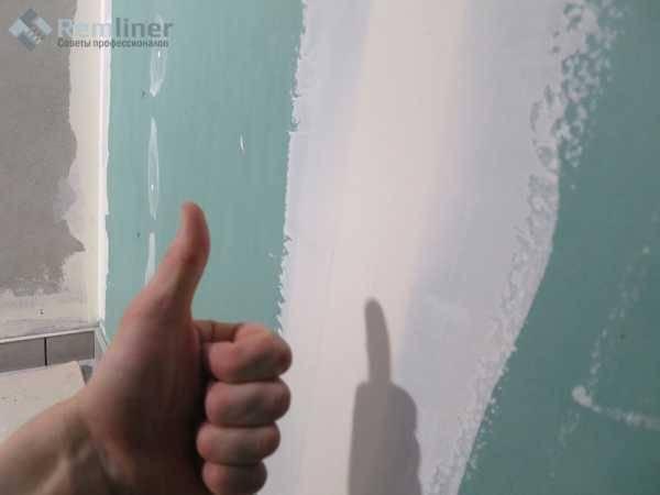 Как шпаклевать стены под обои: каким образом научиться проводить процедуру правильно своими руками, каковы особенности нанесения финишного покрытия перед поклейкой?