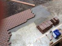 Укладка тротуарной плитки своими руками - пошаговая инструкция