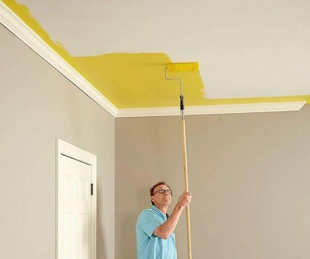 Как правильно белить потолок своими руками