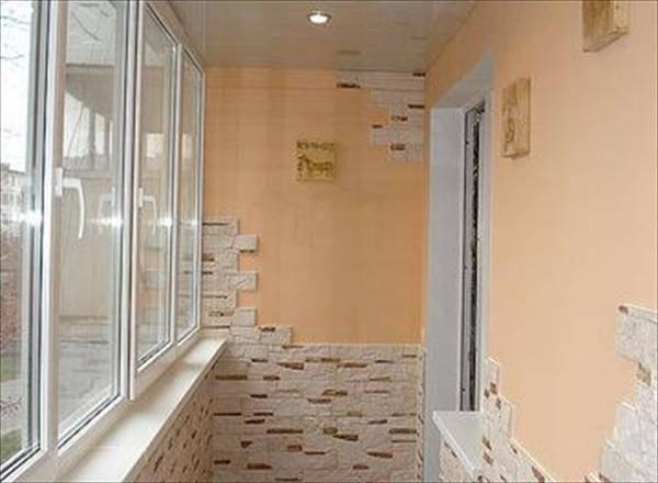 Как сделать отделку балкона искусственным камнем?