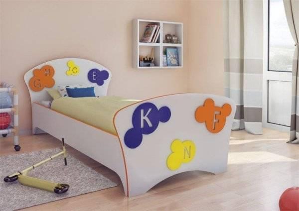 Двухъярусная металлическая кровать – конструкция и правила выбора