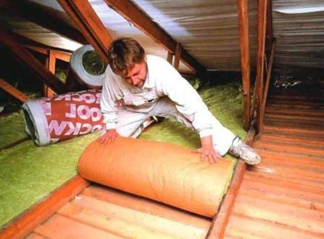 Как правильно утеплить потолок под холодной крышей и каких важных ошибок нужно избегать