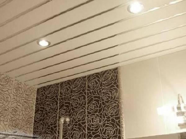 Монтаж своими руками реечного потолка в ванной и ином помещении, инструкция по установке, схема сборки, плюсы и минусы конструкции, советы по эксплуатации