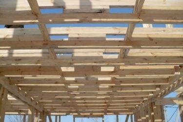 Cтропила крыши на балки перекрытия: установка и опирание стропил на балки