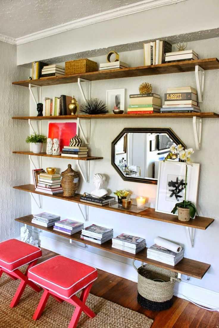 Стеллажи для комнаты и зонирования квартиры, разделительные стеллажи, горка в ванную комнату на всю стену