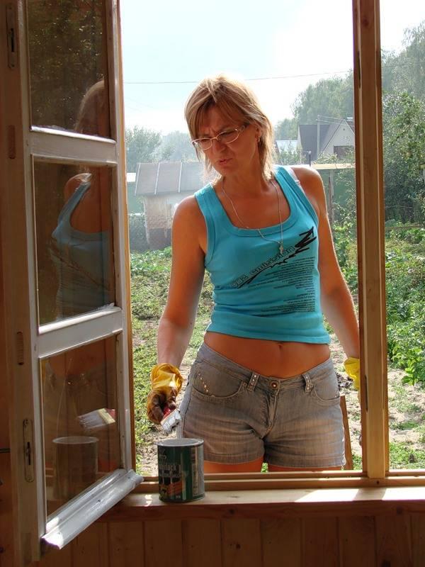 Как покрасить старые окна: выбор краски и технология