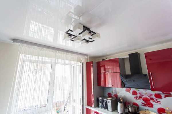 Натяжной потолок на кухне (60 фото + цены и отзывы)