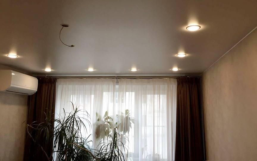 Какие бывают карнизы для штор под натяжные потолки – виды, преимущества и недостатки