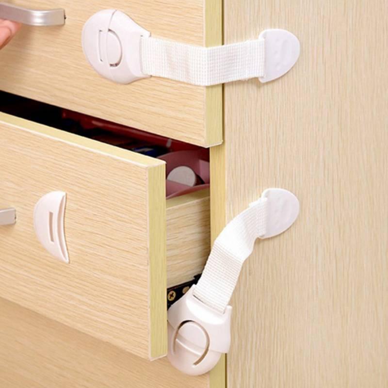 Защита от детей на ящики и шкафы: как сделать замок своими руками, защита от острых углов мебели