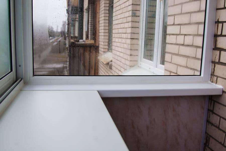 Установка подоконника на балконе: как застеклить своими руками и пошаговая инструкция
