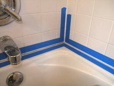 Как заделать стык между ванной и стеной: герметики и уголки