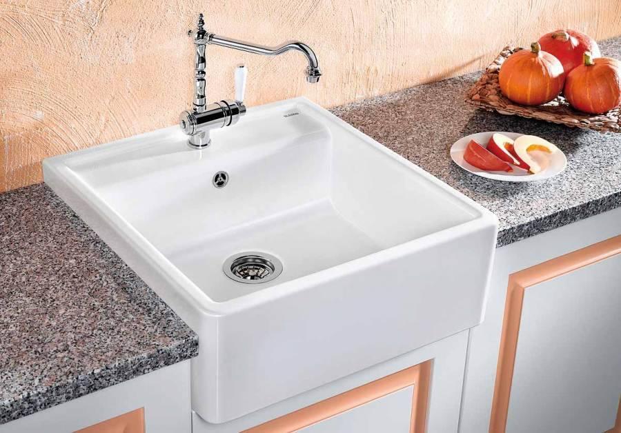 Двойные мойки для кухни (54 фото): обзор раковин из искусственного камня и нержавеющей стали, размеры кухонных моек с двумя чашами и крылом, варианты угловой двухсекционной модели