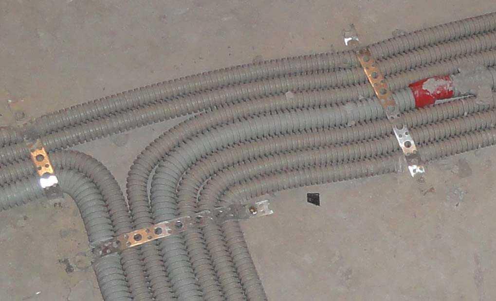 Дюбель-хомут для крепления кабеля