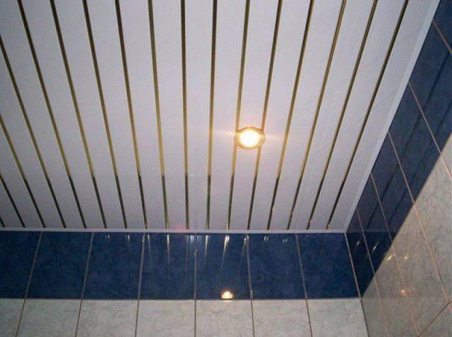 Потолок из пластиковых панелей: преимущества и недостатки