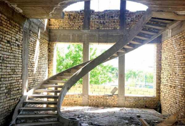 Монолитная бетонная лестница в частном доме своими руками: пошаговая инструкция, расчет и заливка + фото